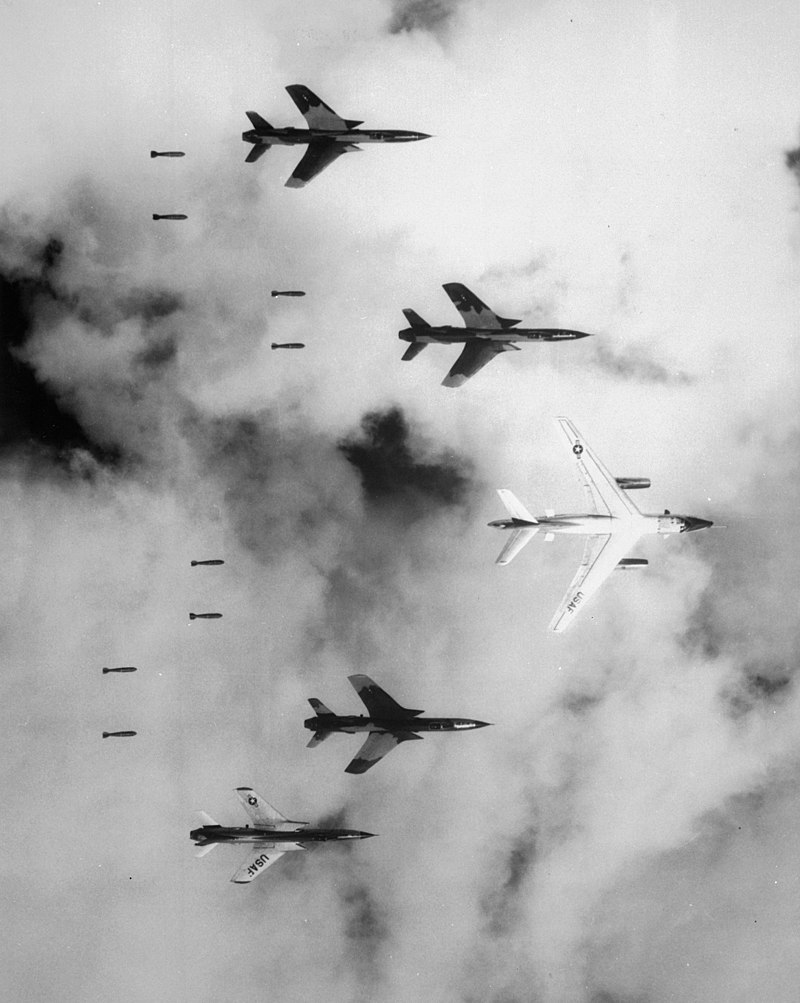 800px-Bombing_in_Vietnam
